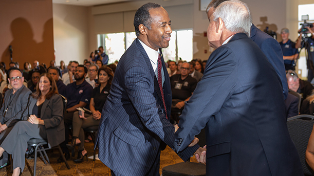 [Secretary Carson greeting Veterans]. HUD Photo