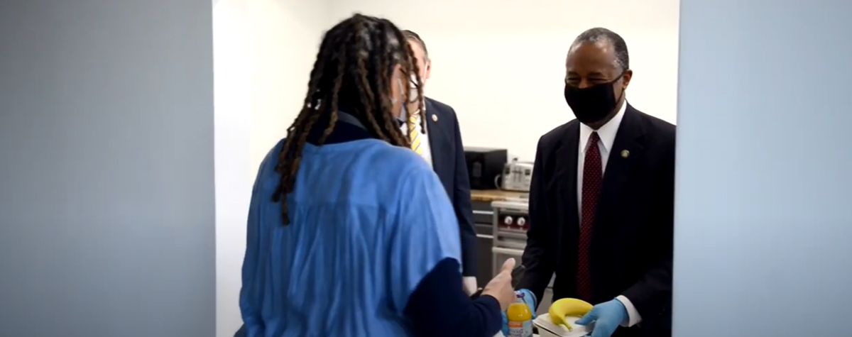 [Neighbors Helping Neighbors: After touring the Edison 64 Veterans Community in Philadelphia, Secretary Carson helped to serve meals to the Veterans].