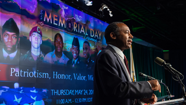 [Secretary Carson honors Gold Star families at HUD Veterans Affinity Group Memorial Day Ceremony]. HUD Photo