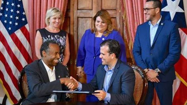 [Secretary and Governor Rosselló sign $1.5 billion disaster recovery grant agreement]. HUD Photo