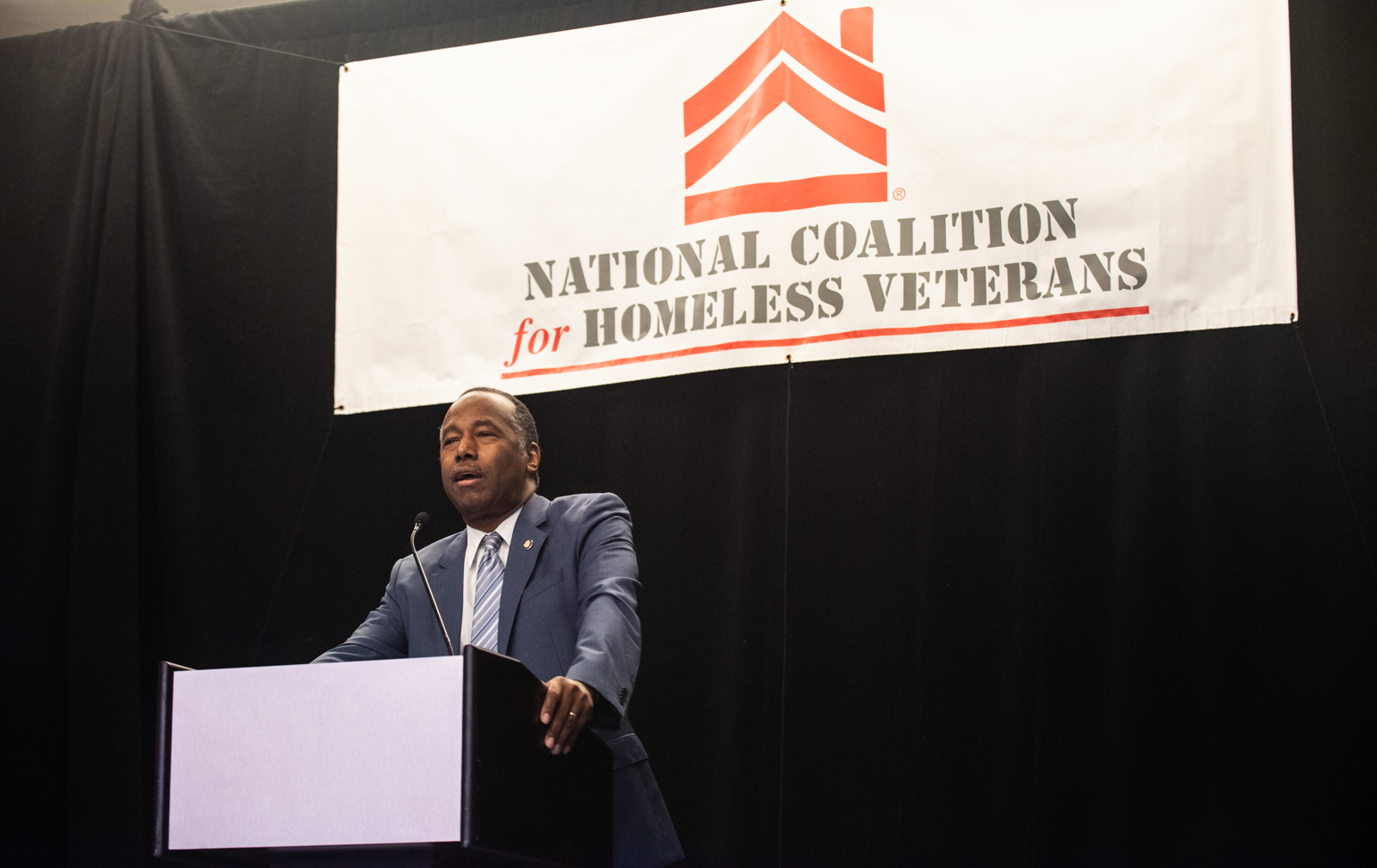 Photo of Secretary Carson speaking ot the National Coalition of Homeless Veterans.