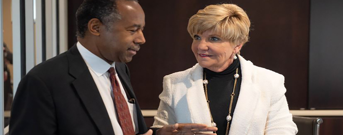 In Fort Worth, Secretary Carson met with Mayor Betsy Price and homeless providers to learn how the city is successfully working to end veteran homelessness.