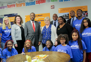 [Secretary Carson meets with student residents of the Housing Authority of Bowling Green EnVision Center.]