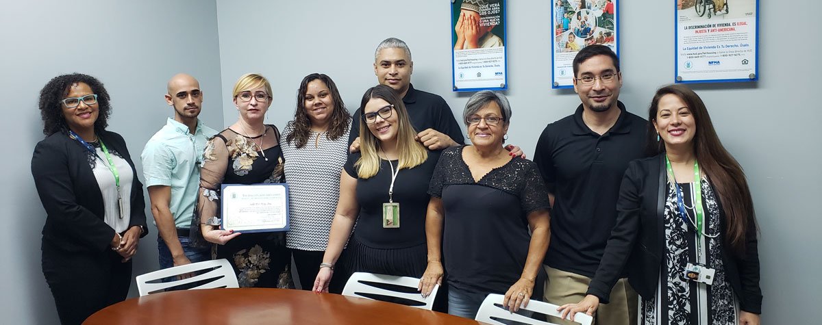 [Belinda Hill, Executive Director of Solo Por Hoy holds a certificate awarded by the HUD Puerto Rico team]. HUD Photo