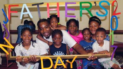 [Father and his family enjoying some fun time together]. Urban Strategies Memphis HOPE