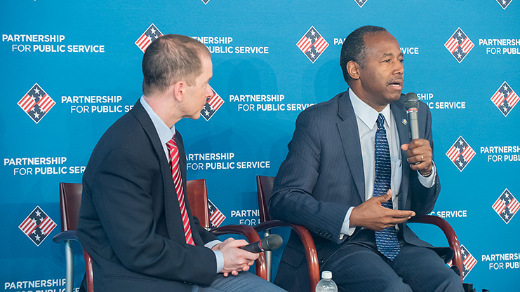[Max Stier of the Public Service Partnership interviews Secretary Carson at the Recognition in Government Forum.]. HUD Photo
